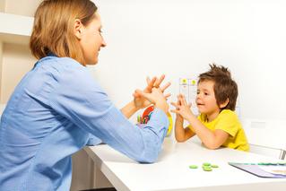 Cách can thiệp và phát triển giao tiếp dành cho trẻ tự kỷ