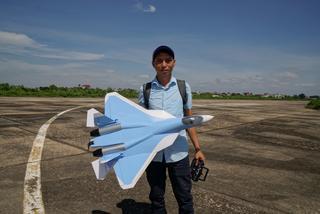 Chế tạo máy bay cánh bằng điều khiển từ xa RC