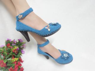 Ứng dụng móc len cơ bản để tạo ra giày/dép thời trang