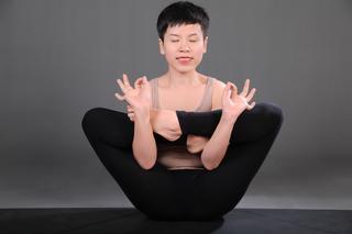 16 phút yoga trên ghế phòng ngừa các bệnh lối sống hiện đại